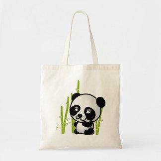 Gullig svartvit pandabjörn i en bambugrove. tygkasse