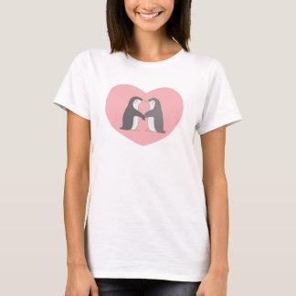 Gullig T-tröja för kyssande pingvinhjärtakärlek Tröjor