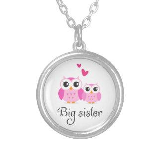 Gullig tecknad för syster för ugglastorasyster lit silverpläterat halsband