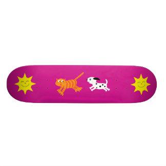 Gullig tecknad hund som jagar kattrosaskateboarden old school skateboard bräda 21,6 cm