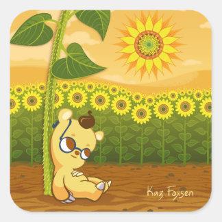 Gullig tecknadbjörn med solrosor fyrkantigt klistermärke
