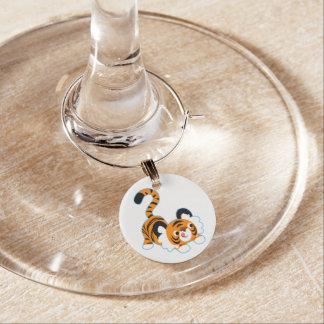 Gullig tecknadtigerredo som leker berlock vinglas