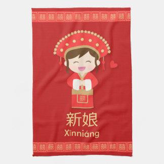 Gullig traditionell kinesisk bröllopbrud för henne kökshandduk