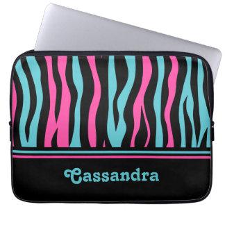 Gullig zebra tryckpunk i shock rosa, svart och blå laptopskydd