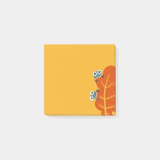 Gulliga kryp äter höstlöv post-it block