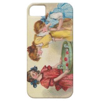 Gulliga liten flicka som guppar för äpplen iPhone 5 hud