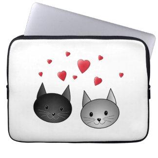 Gulliga svart och gråa katter, med Hearts. Datorskydds Fodral