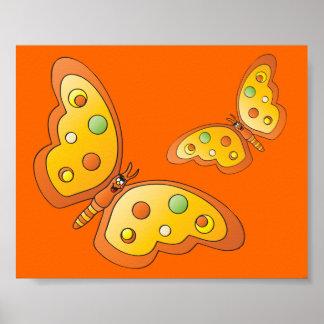 Gulliga tecknadorangefjärilar poster