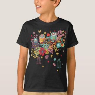 Gulliga ugglor och den färgglada blommigten t shirt
