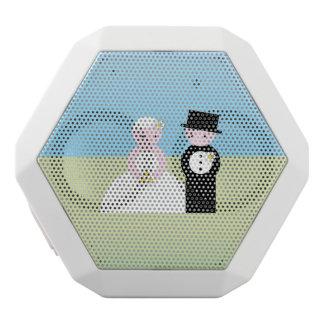 Gulligt bröllop kopplar ihop vit bluetooth högtalare