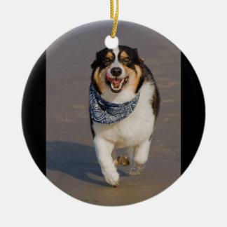Gulligt Cori spring på strand Julgransprydnad Keramik