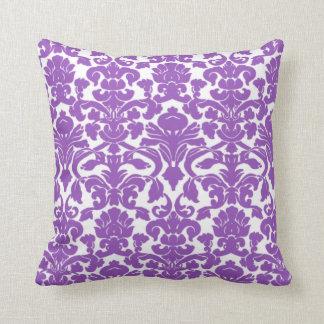 Gulligt djupt lila damastast mönster kudde