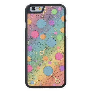 Gulligt mönster för regnbågebebispladder carved® lönn iPhone 6 slim fodral
