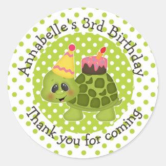 Gulligt sköldpaddafödelsedagtack runt klistermärke