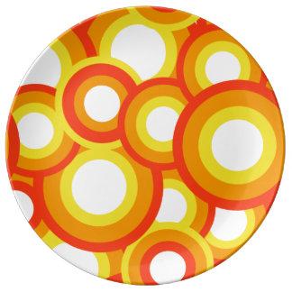 Gult och orange psychedelic cirklar porslinstallrik