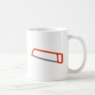 Hackan sågar kaffemugg