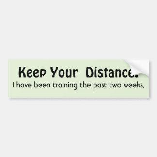 Håll ditt avstånd! Utbildning - roligt meddelande Bildekal