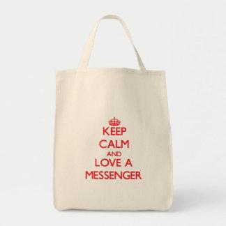Håll lugn och älska en budbärare tygkasse