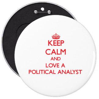 Håll lugn och älska en politisk analytiker pins