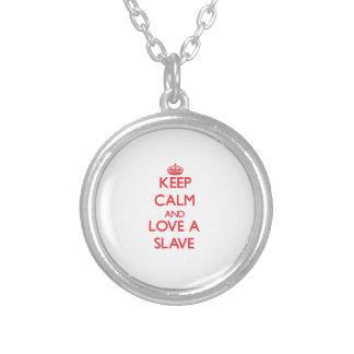 Håll lugn och älska ett slav- anpassningsbara smycken