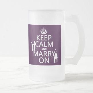 Håll lugn och att gifta sig på (anpassadefärg) frostat ölglas