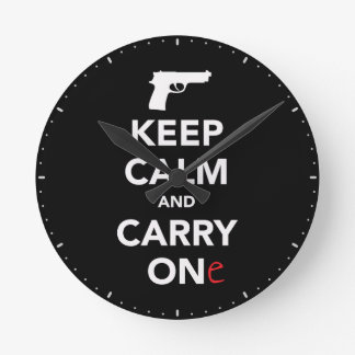 Håll lugn och bär ett vapen rund klocka