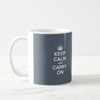 Håll lugn och bär kritiserar på grått med vittext kaffemugg