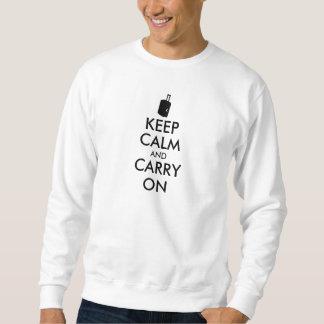 Håll lugn och bär reser på anpassningsbar lång ärmad tröja