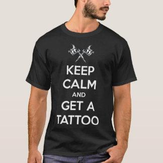 Håll lugn och få en tatuering tshirts