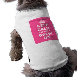 Håll lugn och få på en brygd hundtröja