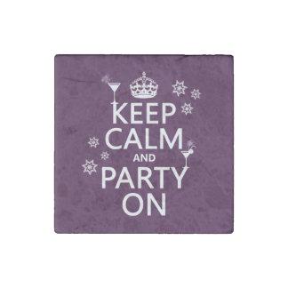 Håll lugn och festa på - allt färgar stenmagnet