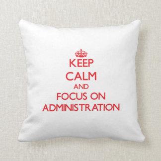 Håll lugn och fokusera på ADMINISTRATION Kudde