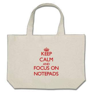 Håll lugn och fokusera på anteckningsblock tote bags