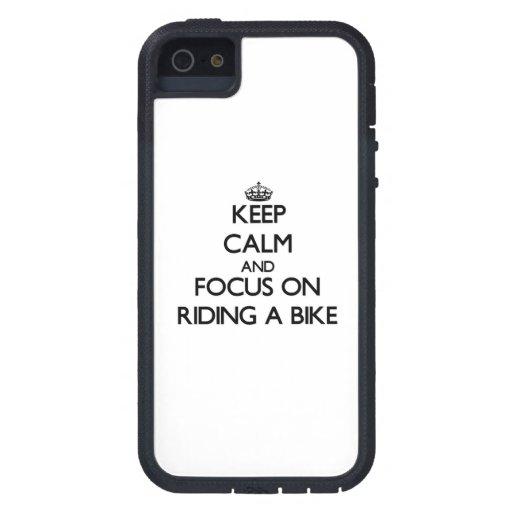 Håll lugn och fokusera på att rida en cykel iPhone 5 skydd