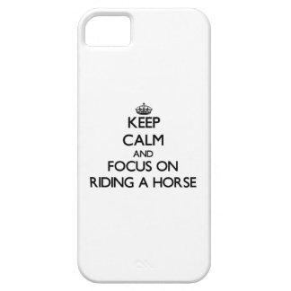 Håll lugn och fokusera på att rida en häst iPhone 5 Case-Mate skal