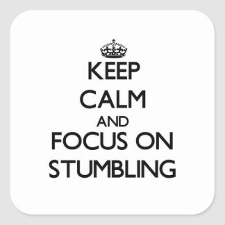Håll lugn och fokusera på att snubbla fyrkantiga klistermärken