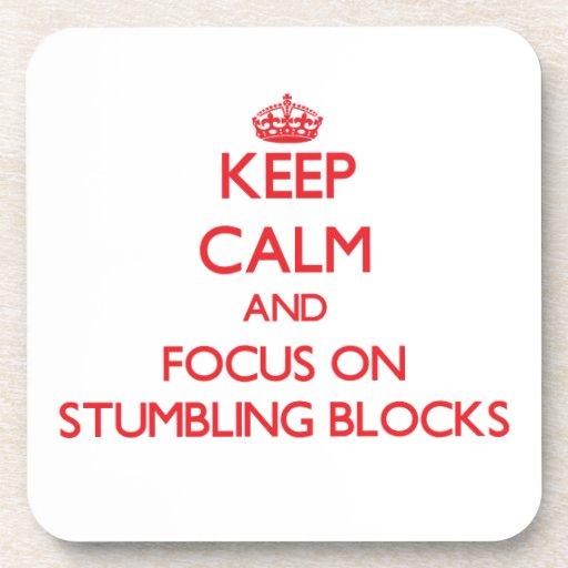 Håll lugn och fokusera på att snubbla kvarter glas underlägg