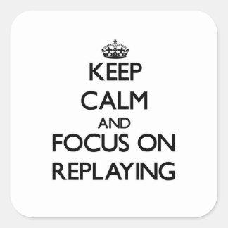 Håll lugn och fokusera på att spela igen fyrkantigt klistermärke