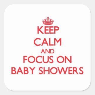 Håll lugn och fokusera på baby shower fyrkantigt klistermärke