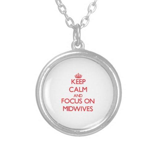 Håll lugn och fokusera på barnmorskor personliga halsband