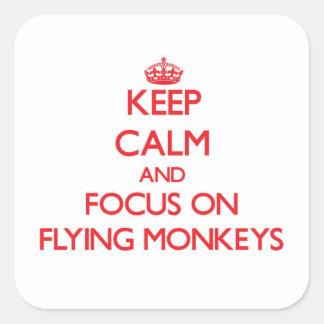 Håll lugn och fokusera på flygapor fyrkantigt klistermärke