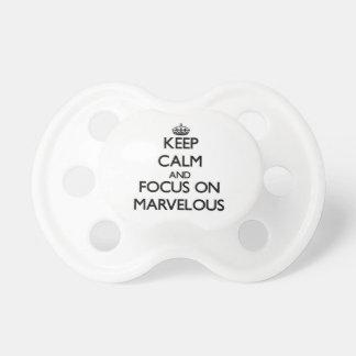 Håll lugn och fokusera på förträffligt bebis nappar