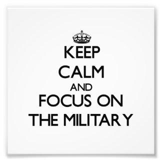 Håll lugn och fokusera på militären foton