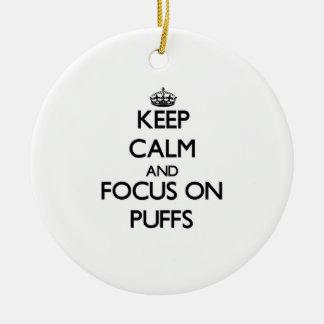 Håll lugn och fokusera på Puffs Julgransprydnad Keramik