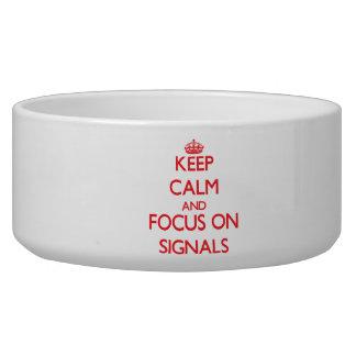 Håll lugn och fokusera på Signals Hundmatskål