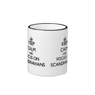 Håll lugn och fokusera på skandinav kaffe koppar