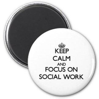Håll lugn och fokusera på socialt arbete magnet