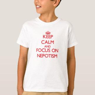 Håll lugn och fokusera på svågerpolitik t-shirts
