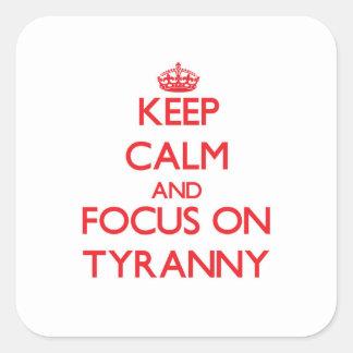Håll lugn och fokusera på Tyranny Fyrkantigt Klistermärke