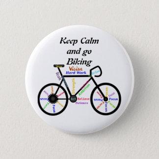 Håll lugn och gå att cykla, med Motivational ord Standard Knapp Rund 5.7 Cm